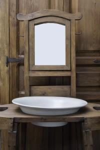 Antikt tvättställ och spegel